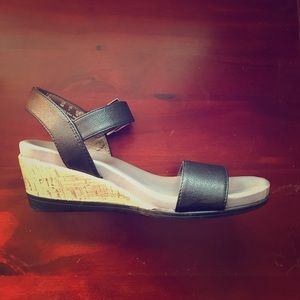 Life stride wedges for women